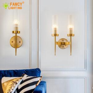 Aplique de pared con 1 o 2 brazos, incluida la bombilla LED. Diseño en cristal y latón dorado